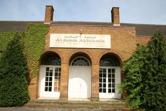 574px-Disused_school_-_geograph_org_uk_-_414221.jpg