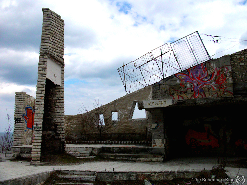 Abandoned-Restaurant-Bulgaria-by-D-Richter-1_zpse7bdac87.jpg