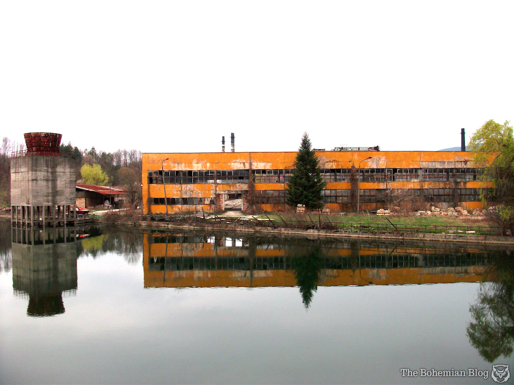 Abandoned-Soviet-Glass-Factory-Bulgaria-by-D-Richter-10_zpscf72f035.jpg