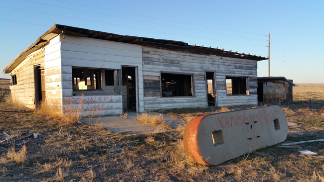 Abandoned-Gas-Station-in-Cisco-Utah-Ghost-Town-01.jpg