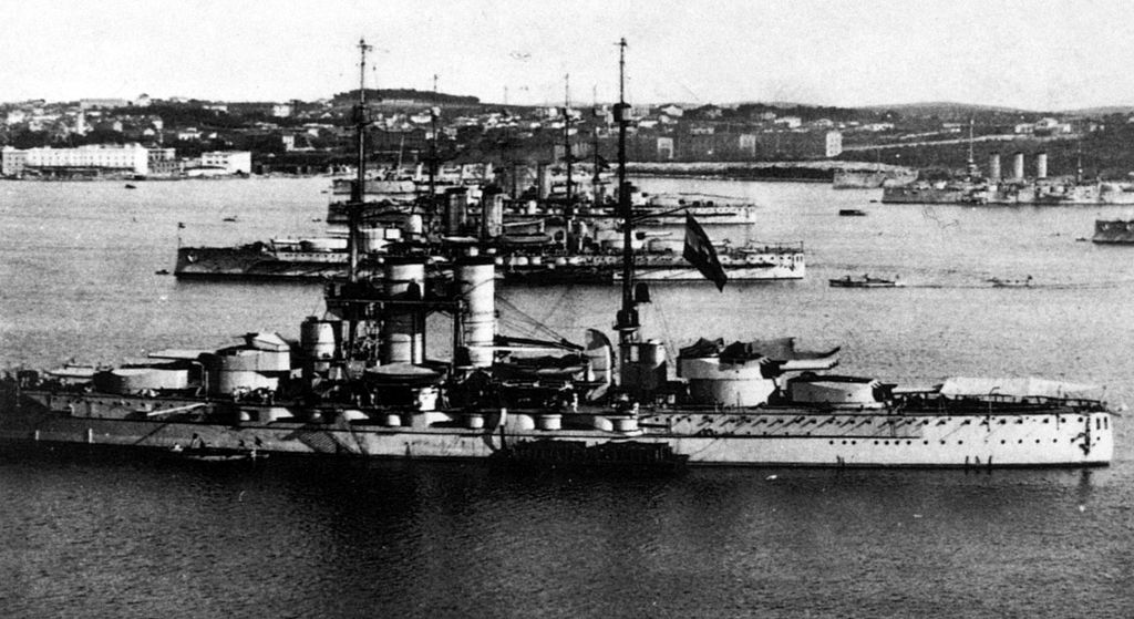 1024px-Austro-Hungarian_Dreadnoughts_At_Pula_zps9iwb7eiy.jpg