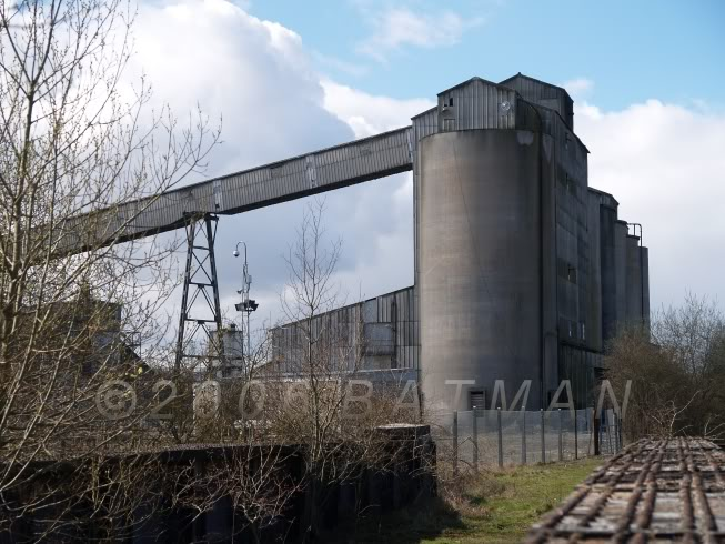 01_Silos_from_railway_line.jpg