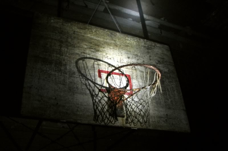 BT-theaterbasement-basketbalhoop.jpg
