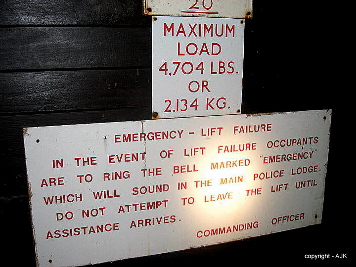 Liftsign.jpg