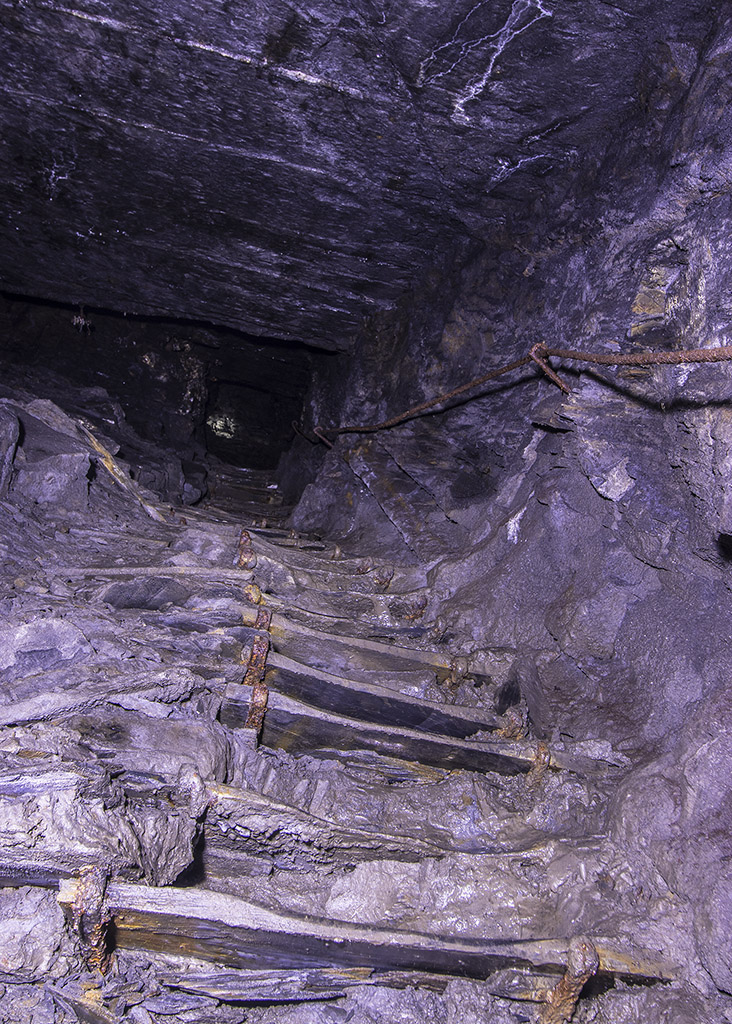 SlateStaircase5d6ae.jpg